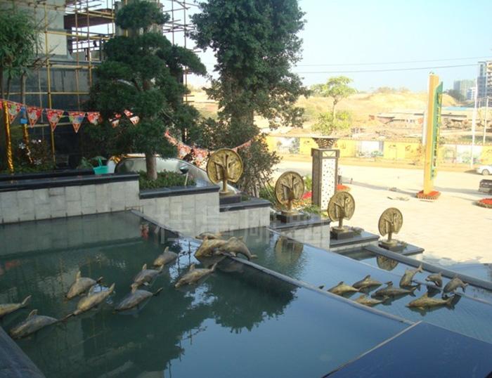 必威体育登录市升禾绿城所做的海豚装饰