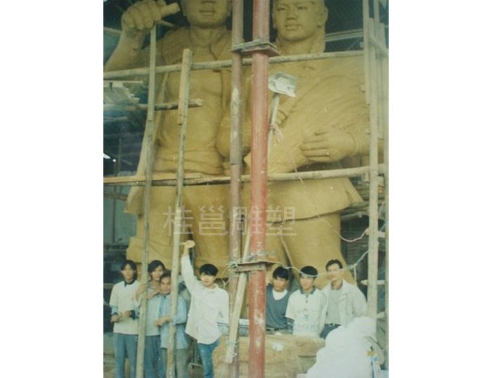 深圳上沙村所做的雕塑泥稿